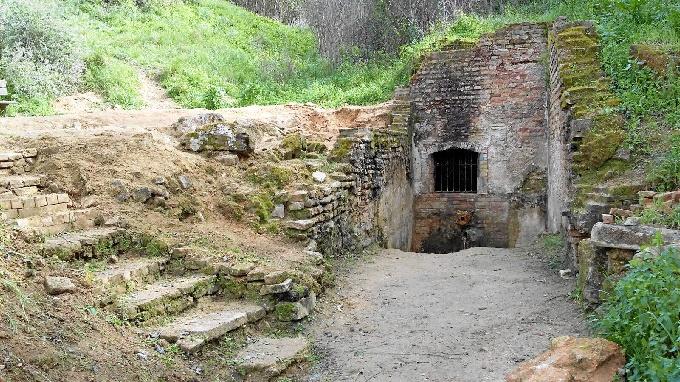 Entrada a la Fuente Vieja. / Foto: Ramón López García.