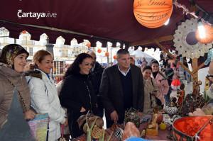 El alcalde de Cartaya ha inaugurado el Mercadillo Gastronómico.