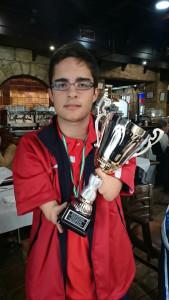 Con su copa del Campeonato de Andalucía.