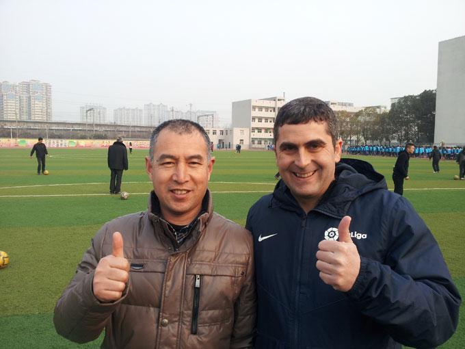 Fernando Pineda, uno de los 40 entrenadores españoles elegidos por la LFP para dar clases de fútbol en los colegios de China