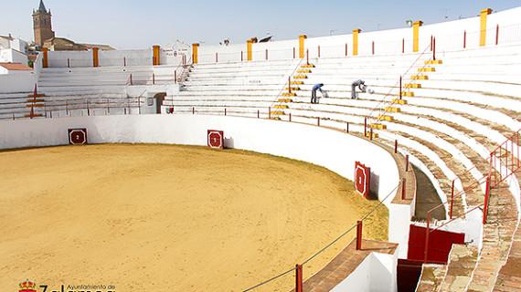Acondicionan la Plaza de Toros de Zalamea la Real para el Festival Taurino del 28F