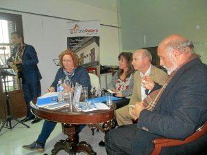 Antonio Ramirez, director Casa museo y María  Sánchez,delegada de la UNEE que presentaron a Ana Deacracia y el editor, Manuel Ortega.