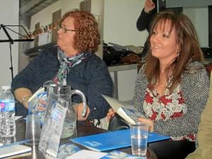Ana Deacracia, la escritora y María Sánchez, delegada de la UNEE.