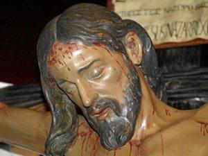 El Cristo de Burgos procesiona cada Jueves Santopor las calles de Chucena.