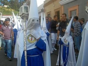 Nazarenos del paso de palio de Nuestra Señora de los Dolores.