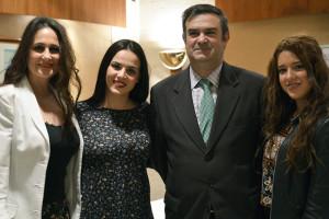 El exaltador Juan León junto a las saeteras Regina, Ana Mª Bernal y Beatriz Romero