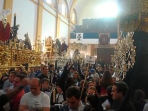 En el interior del templo se acogió la noticia con un fuerte aplauso.