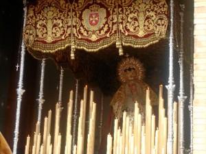 No es fácil de la salida del palio desde este templo.