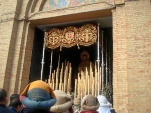 Salida del palio de María Santísima del Rosario.