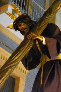 La talla de Nuestro Padre Jesús del Calvario es obra de Antonio León Ortega, de 1973.