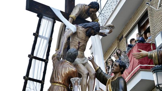 El Viernes Santo cierra con La Fe, Descendimiento, Santo Entierro y La Soledad la Semana de Pasión de Huelva