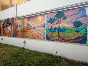 Las obras han sido realizadas por artistas locales.