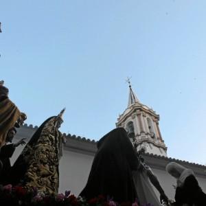 Es el primer año que la Santa Cruz ha iniciado su estación de penitencia desde la Concepción.