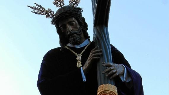 El Nazareno llena de pasión y devoción la Madrugá onubense