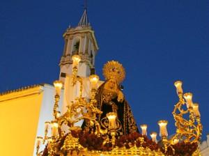 Nuestra Señora en su Soledad, con la Concepción al fondo.