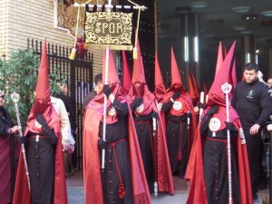 Viaplana arropa a la Hermandad de la Fe.