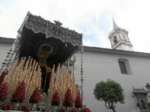 La Virgen de los Dolores volverá a lucir su manto de salida tras la limpieza a la que ha sido sometido