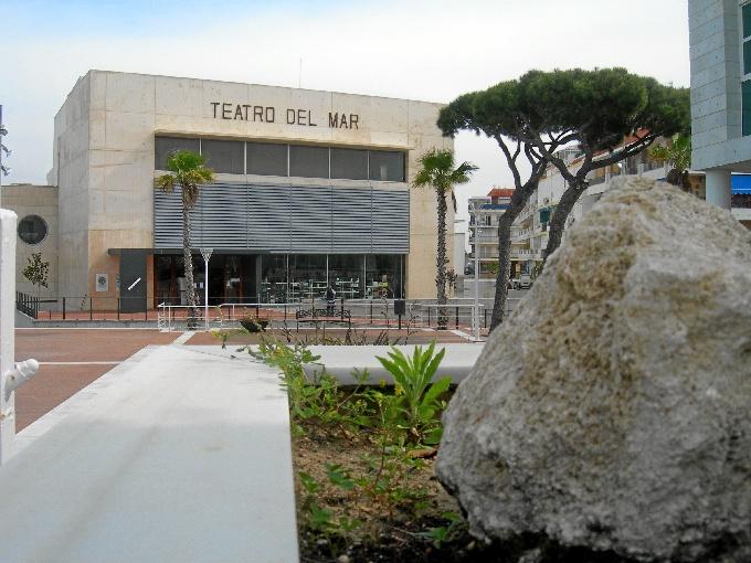 Fachada del Teatro del Mar de Punta Umbría.