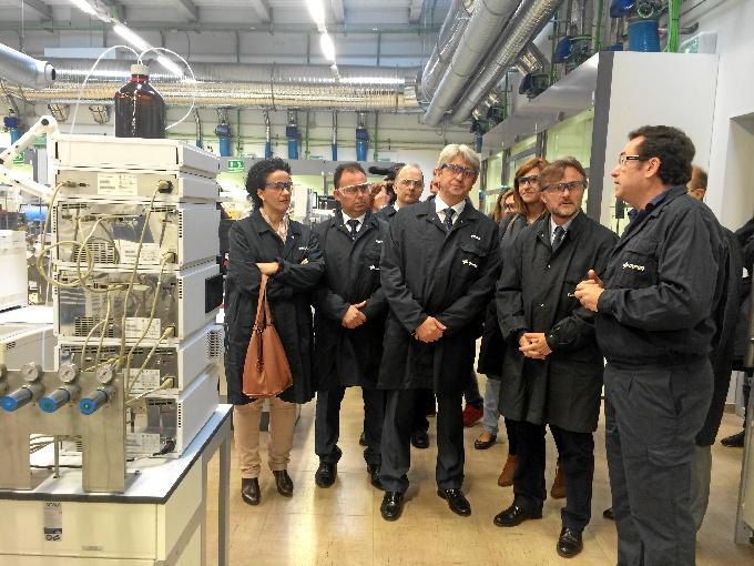 Momento de la inauguración de los nuevos laboratorios de Cepsa.