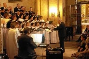 Ildefonso Moreno, dirigiendo a la Coral en una de sus actuaciones.
