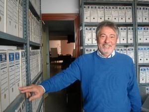 Gonzalo nos muestra el archivo del Colegio, a disposición de todos los investigadores interesados.