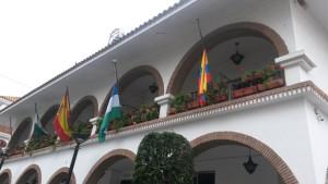 La bandera de Ecuador ondea a media asta en Lepe.