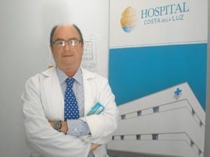 Entrevistamos al director asistencial del Hospital Costa de la Luz, Eduardo Espinosa.