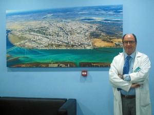 El director asistencial del centro resalta que el hospital está a disposición de todos los ciudadanos de Huelva y provincia.