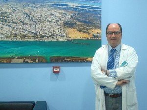 El cirujano Eduardo Espinosa tiene 35 años de experiencia.