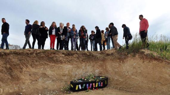 'Huelva te mira' escenifica un 'Réquiem por el Patrimonio de Huelva' tras el segundo expolio en el Seminario