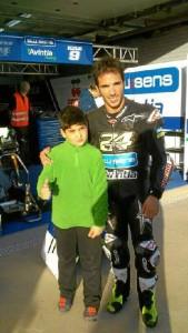 Raúl, junto a su ídolo Tony Elías.