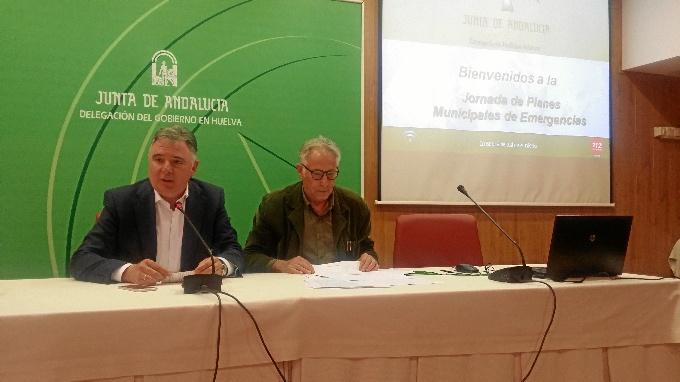 Momento de la Jornada con responsables de las concejalías de Seguridad y con los coordinadores de las Agrupaciones de Voluntarios de Protección Civil de los municipios de la provincia de Huelva.