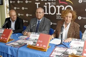 Yolanda Pelayo ha sido la encargada de presentar al autor. / Foto: José Rodríguez.