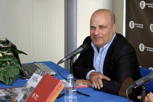 Ramón Fernández Beviá hablará sobre las tarjetas postales. / Foto: José Rodríguez.
