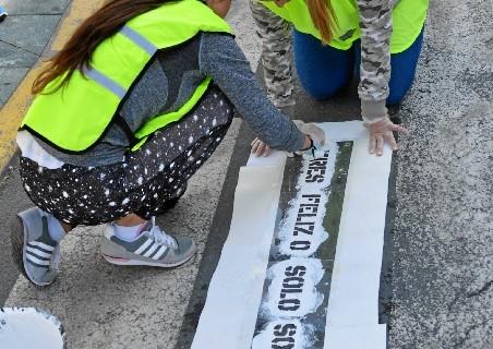 Pasos de peatones con mensajes poéticos en Punta Umbría