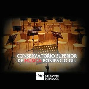Tras estudiar en el Conservatorio de Sevilla hizo un posgrado en Badajoz.