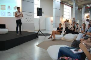 Granada ha impartido multitud de charlas y cursos.