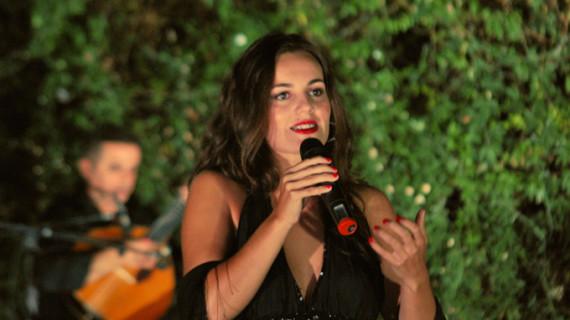 La cantante Sara Paixão presenta en Trigueros un homenaje a los grandes artistas del fado