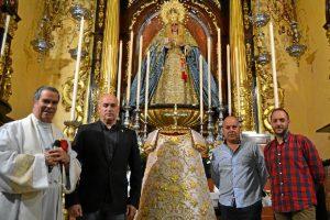 La saya fue bendecida por el director espiritual de la corporación, D. Feliciano Fernández Sousa.