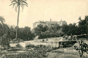 Clásica imagen del Monasterio con la Palmera a la izquierda. Vista más editada en tarjetas postales de Huelva hasta 1940