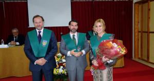 Al matrimonio formado por José Luis y Rocío le impusieron las becas de honor.