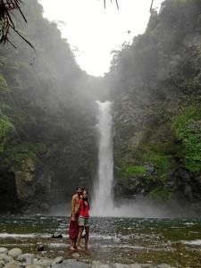 La pareja, en la Cascada de Batad (Filipinas).