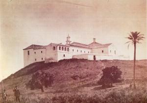 Vista del Monasterio de La Rábida con la Palmera de Colón a la derecha de la imagen. Anterior a 1892.