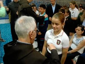 Imposición de escapularios a los alumnos del colegio María Inmaculada.