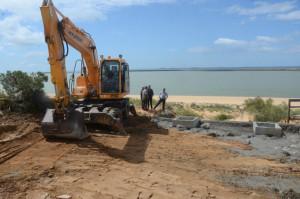 El alcalde de Palos ha comprobado el estado de las playas.