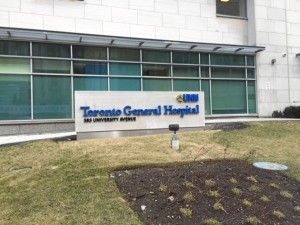 Entre marzo y mayo de este año se ha encontrado realizando una rotación internacional en el Hospital General de Toronto, en Canadá.