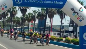 Momento del sprint en la prueba celebrada en El Puerto de Santa María.
