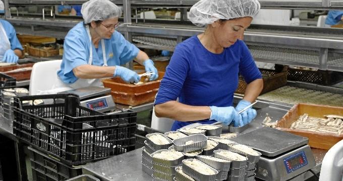 La empresa Pesasur dirige su apuesta por la calidad hacia la internacionalización y la diversificación de sus productos