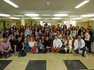 Foto de familia con los residentes, sus tutores, los jefes de estudio y la dirección de los centros sanitarios.