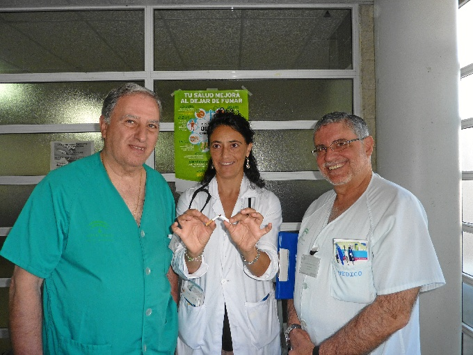 Los neumólogos del Complejo Hospitalario de Huelva, José Antonio Maldonado, Mª Teresa González y Jesús Grávalos.